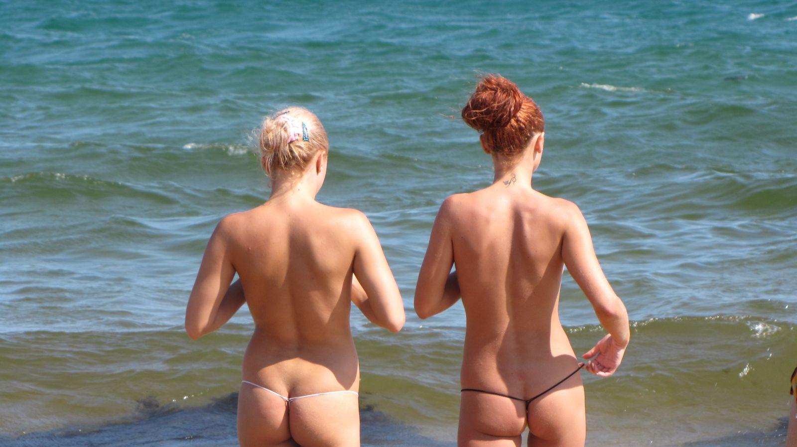 Русские туристы занимаются любовью на нудийском пляже
