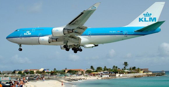KLM_plane_beach