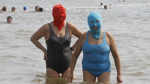 Facekini_on_the_beach