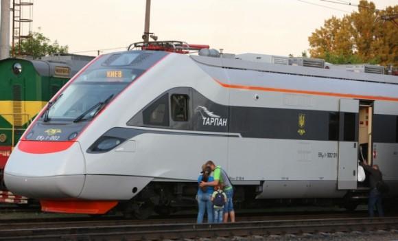 Ternopil_intercity_train_ekr1