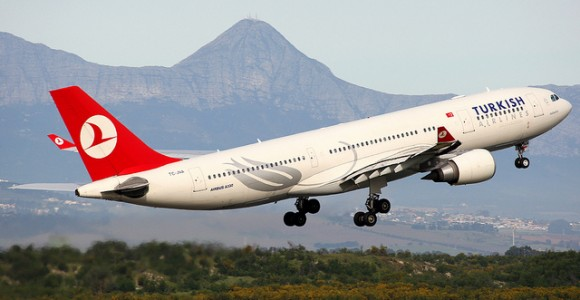 Turkish_Airlines_plane_Istanbul