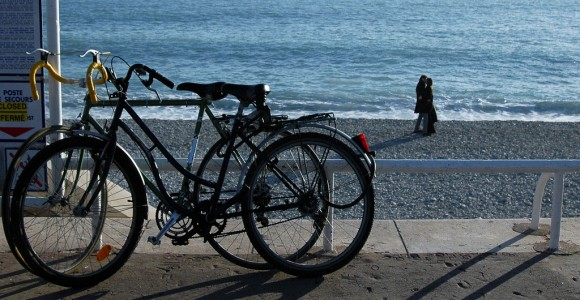 На пляже в Ницце зимой. Фото Daniela Nobili, Flickr.com