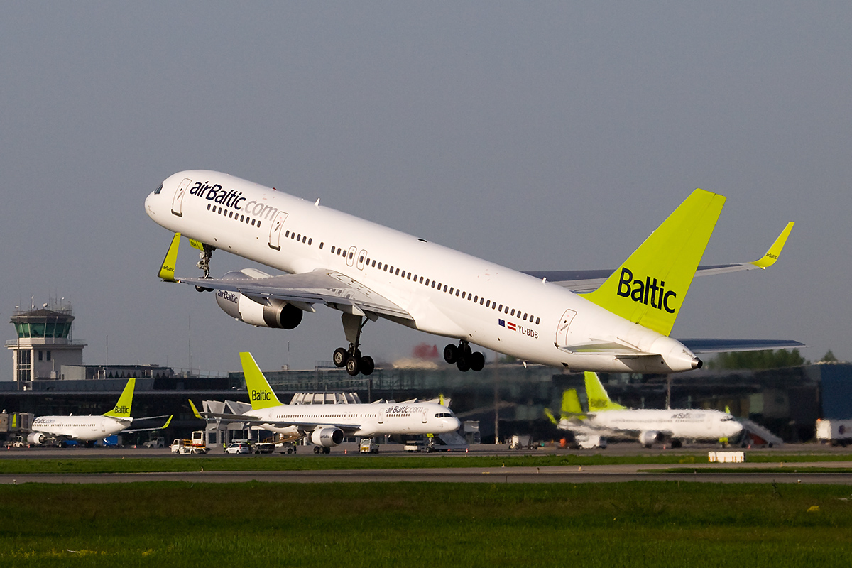 http://www.cheap-trip.eu/wp-content/uploads/2014/11/AirBaltic_plane_Boeing_757-200_at_Riga.jpg