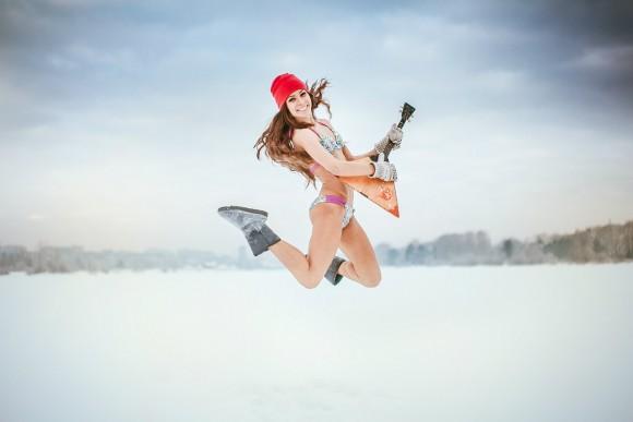 """""""Гениальное фото вообще-то! :) """"- так прокомментировал этот снимок в сети """"ВКонтакте"""" пользователь Alexey Kinyov.  """"Алексей, соглашусь"""" - ответила модель Elena Pyanova, участница фотосессии на 15-градусном морозе в городе Кемерово, Кузбасс"""