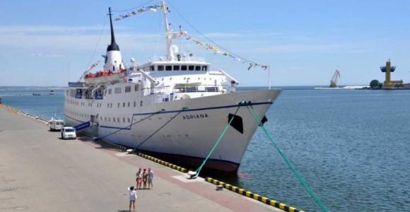 """""""Адриана"""" - видавший виды 100-метровый круизный лайнер, способный перевозить 300 пассажиров"""