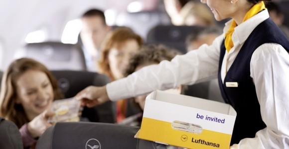 Lufthansa_stewardess_passengers