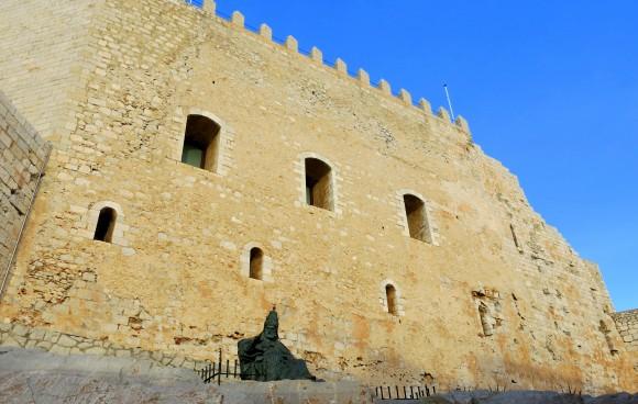 Peniscola_Papa_Luna_statue_old_town_castle (2)