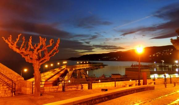 Вечірній вид на порт зі старого міста