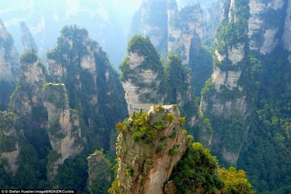 """Скеля Аватар Алілуя в парку Чжанцзяцзе, що надихнула режисера Джеймса Кермерона на розбраження подібної гори у фільмі """"Аватар"""""""