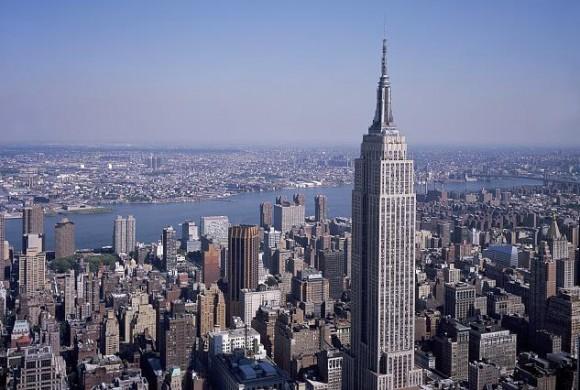 Емпайр-Стейт-Білдінг гігант навіть на тлі решти будинків-велетнів . Фото Wikipedia