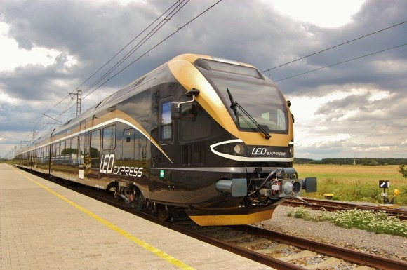 Потяг Stadler FLIRT залізничної компанії LEO Express