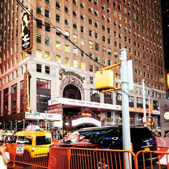 Hard Rock Cafe на Бродвеї під готелем Paramount