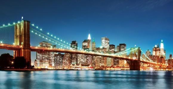 Бруклінський міст над Іст-Рівер у Нью-Йорку