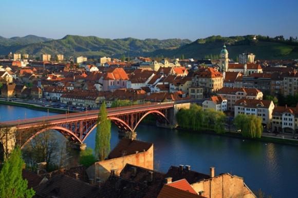 Мальовниче місто Марибор стоїть на річці Драва й має лише 96 тисяч населення