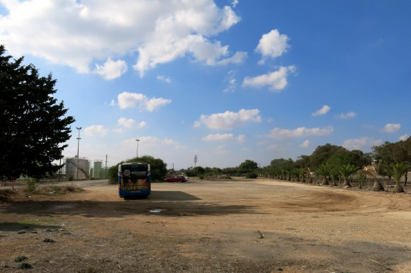 Кінцева зупинка автобуса № 425 у Декелії