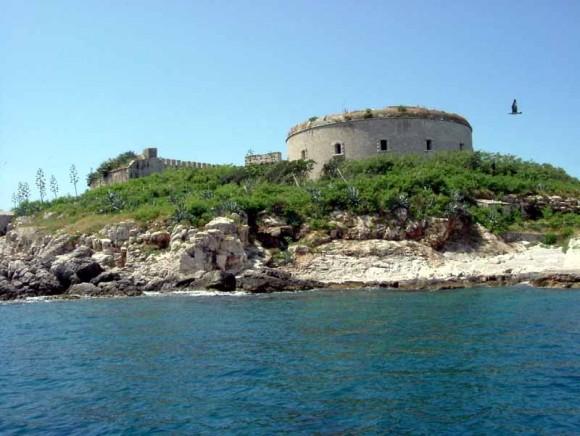 Фортеця на острові Мамула