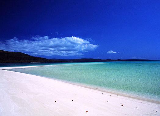 """Пляж Нгапалі - до речі, один із найбільш """"окультурених"""" пляжів М'янми (десь за кадром є навіть п'ятизіркові готелі). Фото Myanmartraveling.com"""