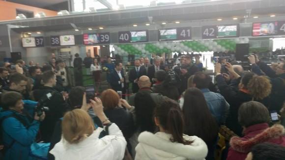 Віктор Ющенко на урочистому відкритті реєстрації на перший рейс Mahan Air із Києва (поруч із Ющенком - народний депутат Степан Барна)