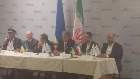 """Віктор Ющенко (третій праворуч) під час презентації іранського авіаперевізника в а/п """"Бориспіль"""""""