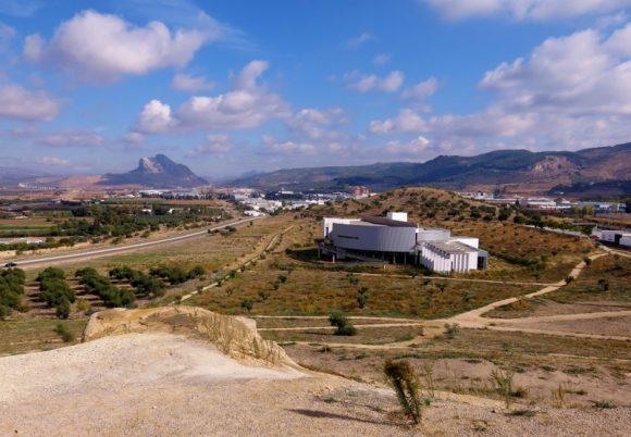 Dolmen-Antequera (7) (800x554)