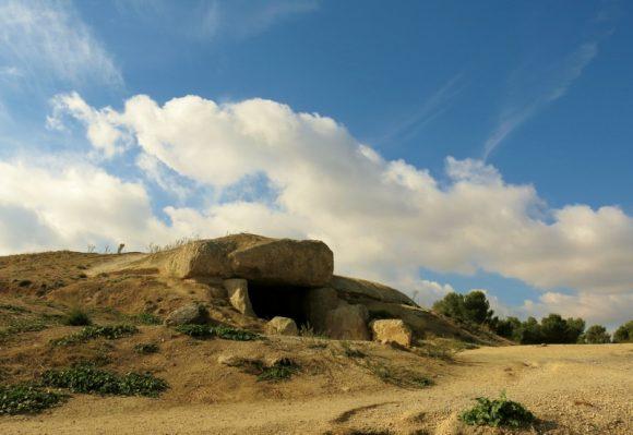 """Дольмен біля Антекери. Фото """"Смак подорожника"""""""