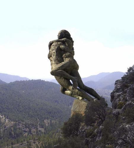Пам'ятник закоханим Тайо і Тагсоні біля Антекери. Фото andaluciamylove.com