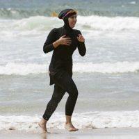 Мерія Канна заборонила приходити на пляж у мусульманських купальниках – буркіні