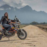 """Дорога, мотоцикл, дівчина. Українка Анна Гречишкіна вже три роки їде """"залізним конем"""" навколо світу"""