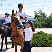 У Маріуполі стартувала туристична поліція – на конях, велосипедах і мотоциклах. ФОТО