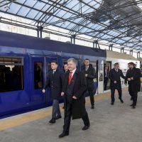 """Kyiv Boryspil Express запустили. Першими пасажирами електрички на """"Бориспіль"""" стали Порошенко і Гройсман"""